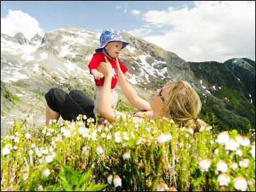 neonato e montagna